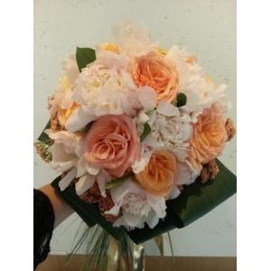 bouquet rond pivoines et roses